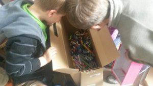 Le Club Nature inspecte la collecte de crayons usagés